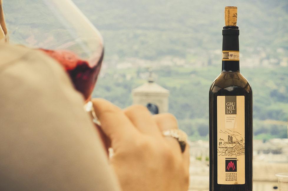 Grumello Marsetti wine tasting in the vineyard in Sondrio